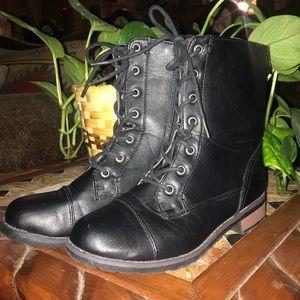 Shoes - EUC Combat Boots